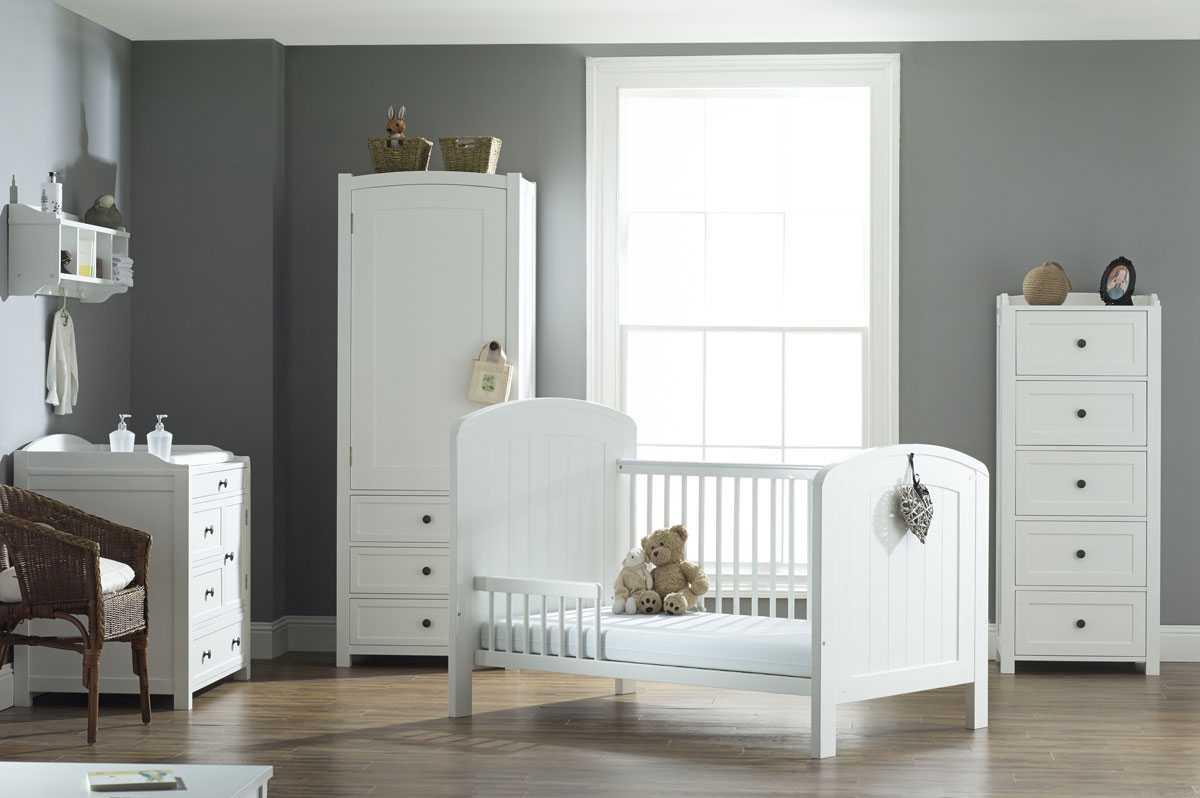 Белая детская комната - 70 фото идей необычного оформления