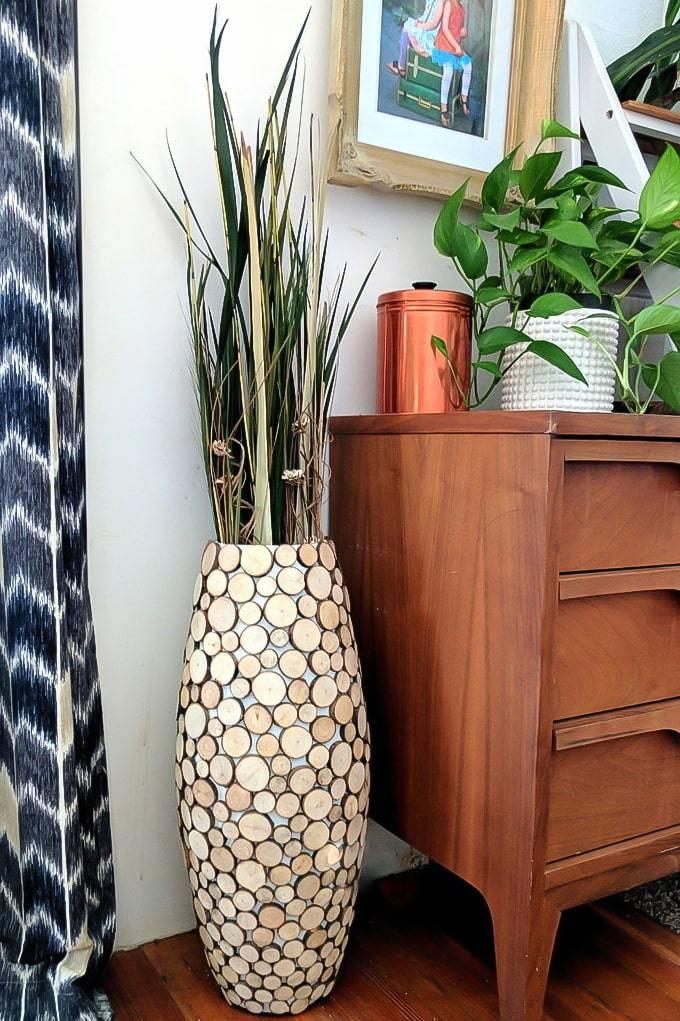 Напольные вазы в интерьере: виды, дизайн, форма, цвет, стиль, варианты наполнения