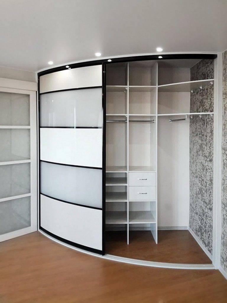 Примеры дизайна угловых шкафов в интерьер спальной комнаты