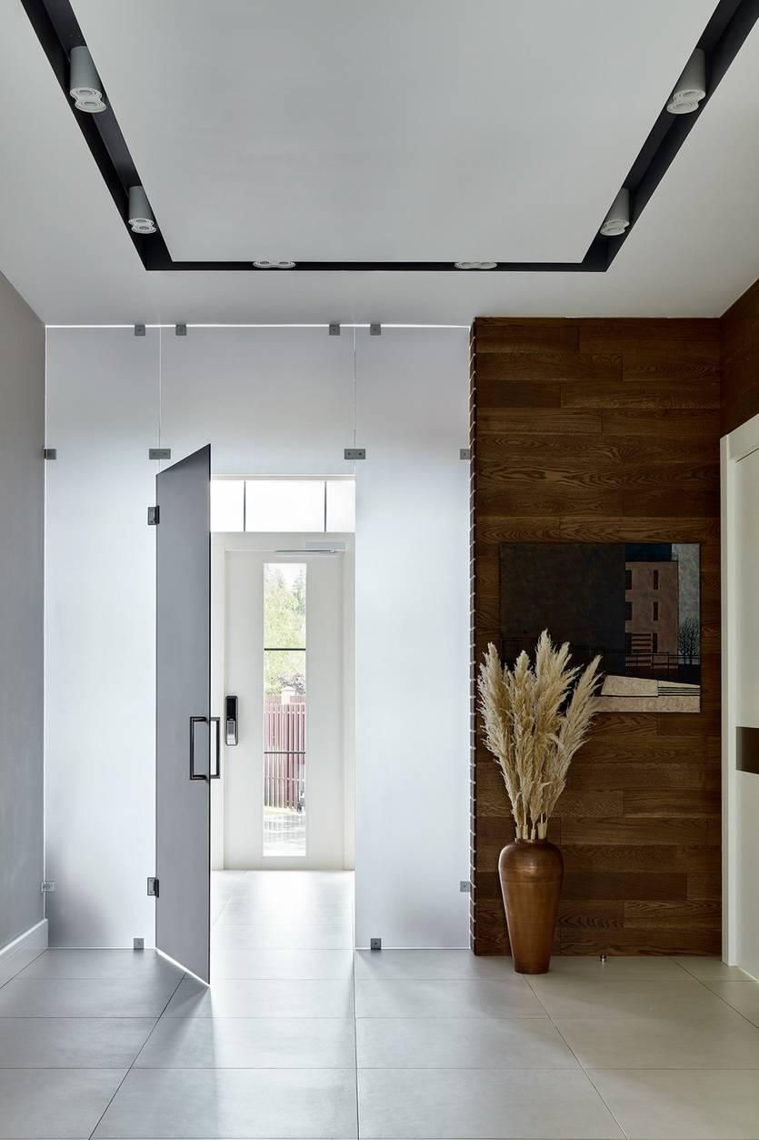 Дизайн длинного коридора: рекомендации по оформлению и интересные решения