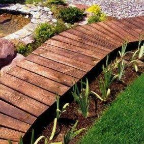 Про садовые дорожки из дерева для дачных и коттеджных участков
