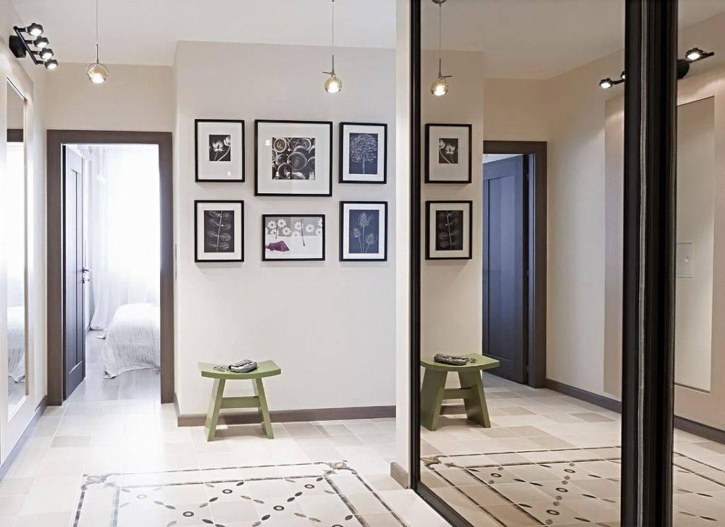 Картины в интерьере прихожей и коридора: излагаем главное