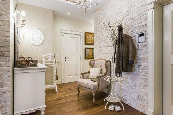 Декоративный камень в интерьере: 80+ фото, идеи для спальни, гостиной, прихожей, кухни