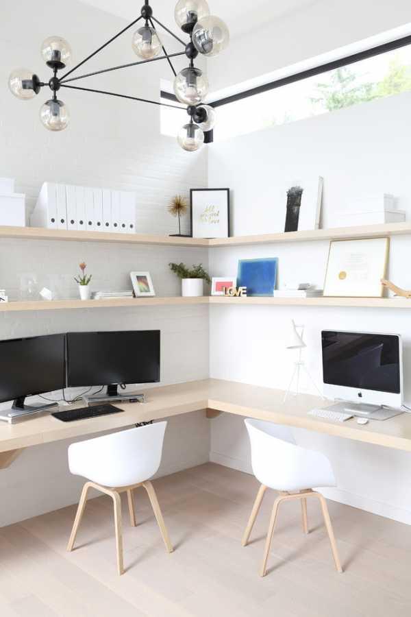 Компьютерный стол в интерьере спальной: модели и правила выбора