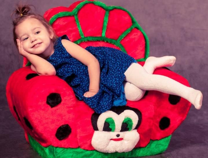 Детское кресло в виде мягкой игрушки: актуальные модели для детей, особенности и разновидности игрушечного кресла, расцветки для мальчиков и девочек