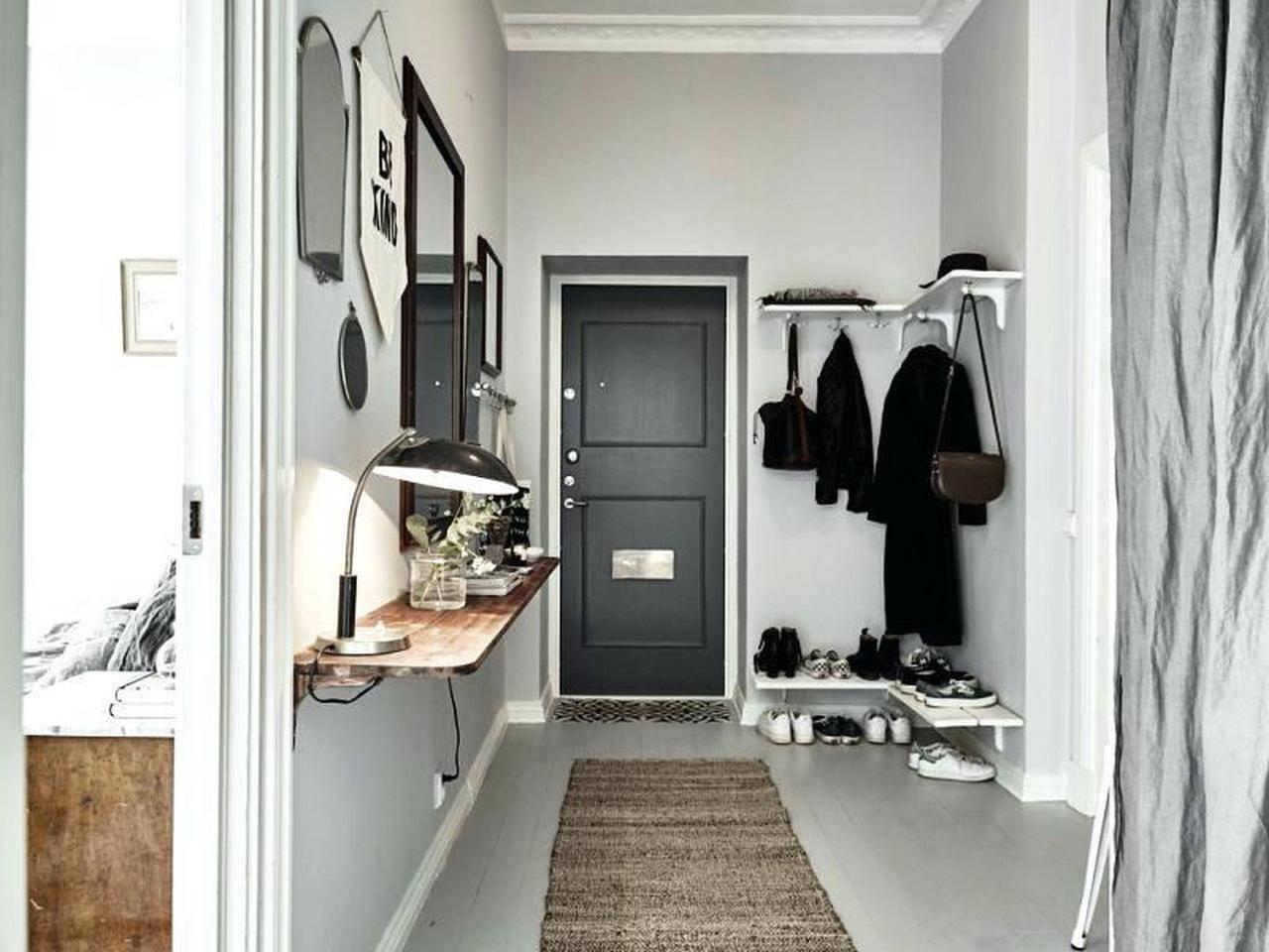 Как оформить дизайн узкого коридора— 28 фото сидеями