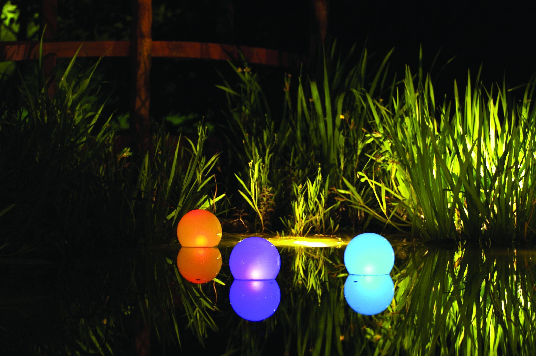 Ночные солнышки на участке: какие виды светильников на солнечных батареях лучше