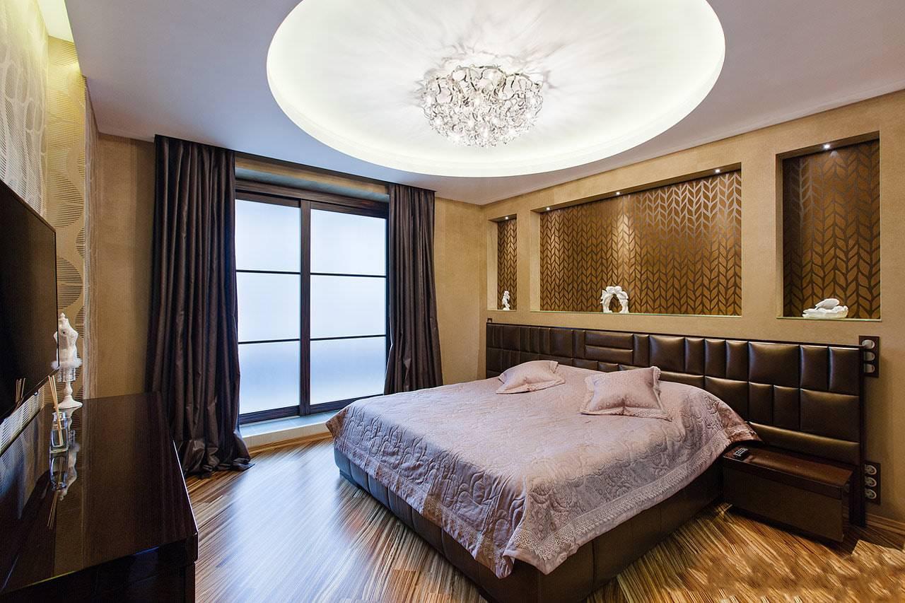 Современное освещение в спальне с натяжным потолком