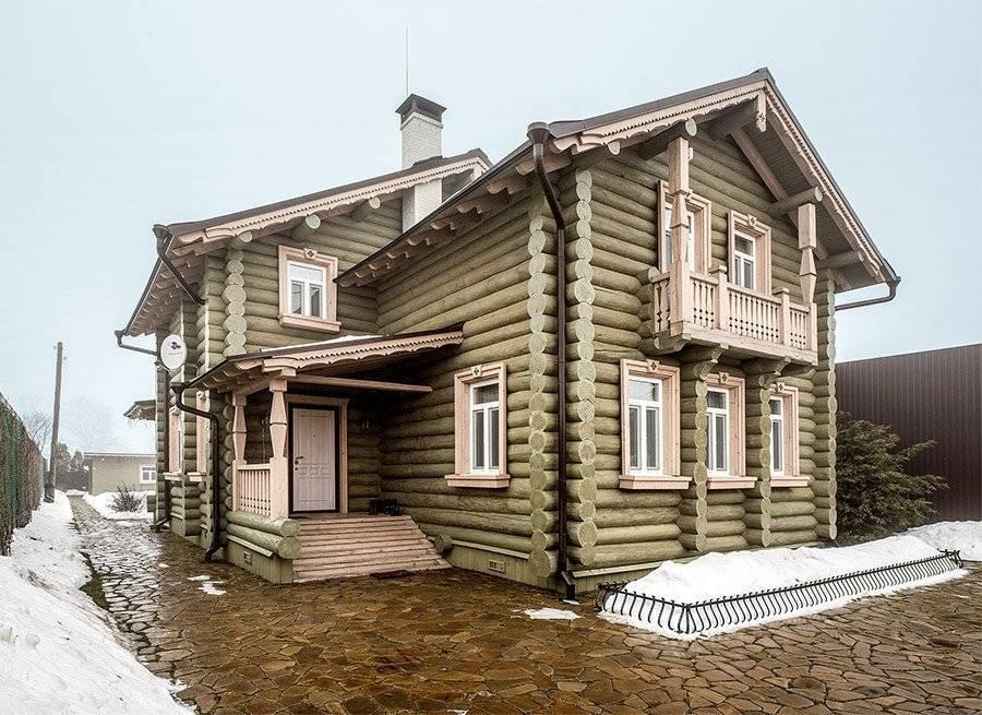 Декоративная отделка углов фасада, русты из камня и современных материалов в оформлении углов дома