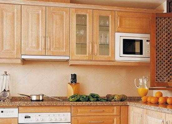 Высота подвеса шкафов на кухне. каким должно быть расстояние между верхними и нижними шкафами кухни.