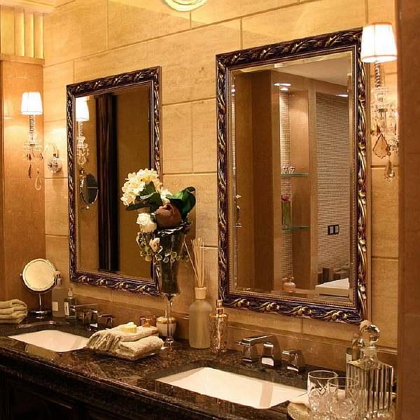На какой высоте вешать зеркало в ванной?