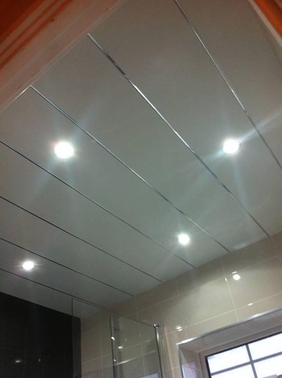 Потолок в ванной из пластиковых панелей (36 фото)