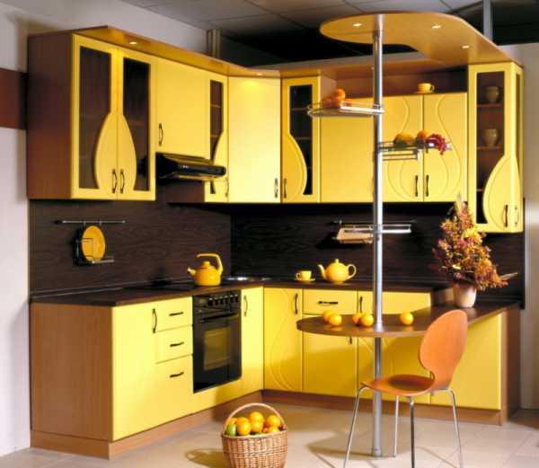 Желтая кухня (51 фото): сочетание желтого с серым и черным, белым и зеленым, синим и коричневым в кухонном гарнитуре. примеры в интерьере
