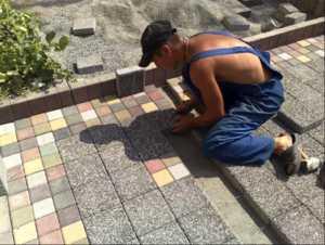 Технология укладки тротуарной плитки своими руками и подробная пошаговая инструкция