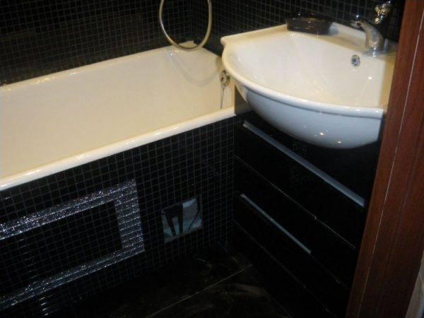 Высота зеркала в ванной: на какой высоте от пола вешать? стандартная схема крепления. как повесить зеркало 70 см над раковиной в ванной комнате?