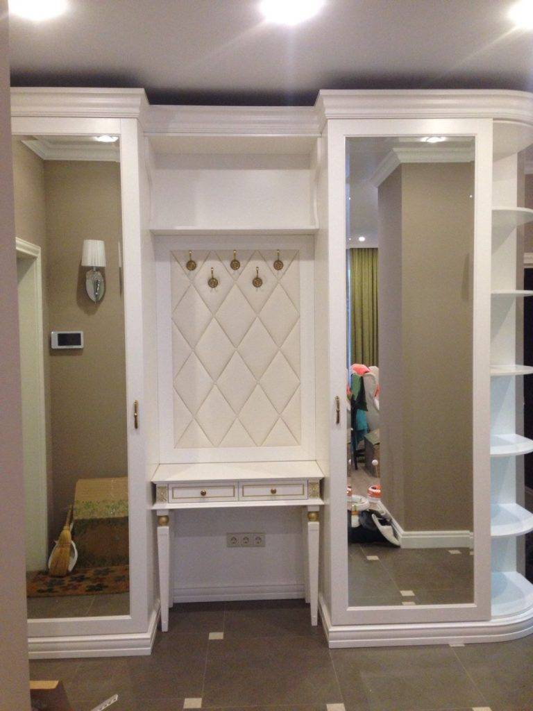 Угловые шкафы-купе в прихожую (50 фото): идеи для дизайна, внутреннее наполнение, выбор маленького шкафа с открытой частью и с зеркалом, полукруглые и треугольные модели