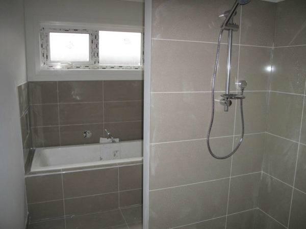 11 способов укладки плитки в ванной: необычный бюджетный интерьер