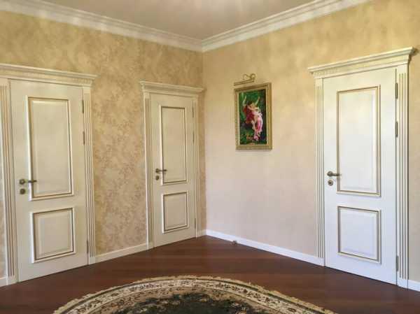 Как выбрать двери межкомнатные: советы по цвету, подобрать под пол и стены, с чем сочетаются темные или светлые в интерьере  - 34 фото
