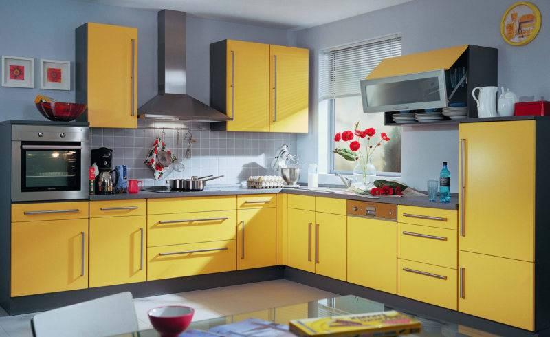 Желтая кухня: сочетание в интерьере желто-зеленого и салатового гарнитура с полом, стенами, шторами
