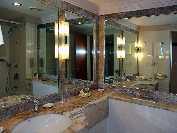 Высота зеркала в ванной, на какой высоте повесить зеркало, шкаф с зеркалом над раковиной в ванной