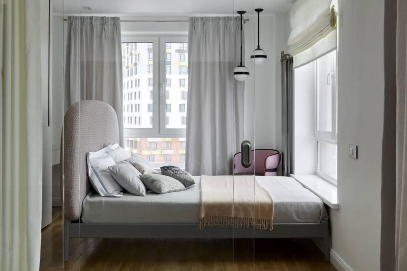Окно в интерьере спальни - 35 фото примеров