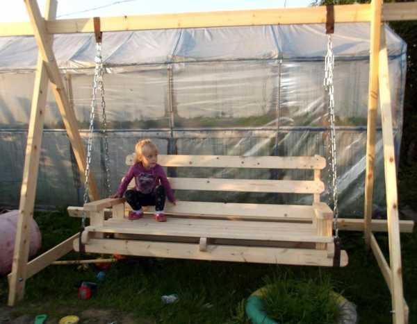 Садовая скамейка – полезное украшение дачного участка