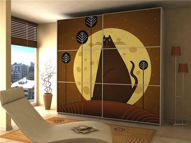 Фасады шкафов-купе (75 фото): необычные новинки, фотогалерея со стеклянными, комбинированными, глянцевыми и пескоструйными вариантами. сборка, замена и оформление