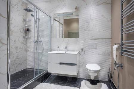 Интерьер ванной комнаты совмещённой с туалетом: 103 фото и 7 правил