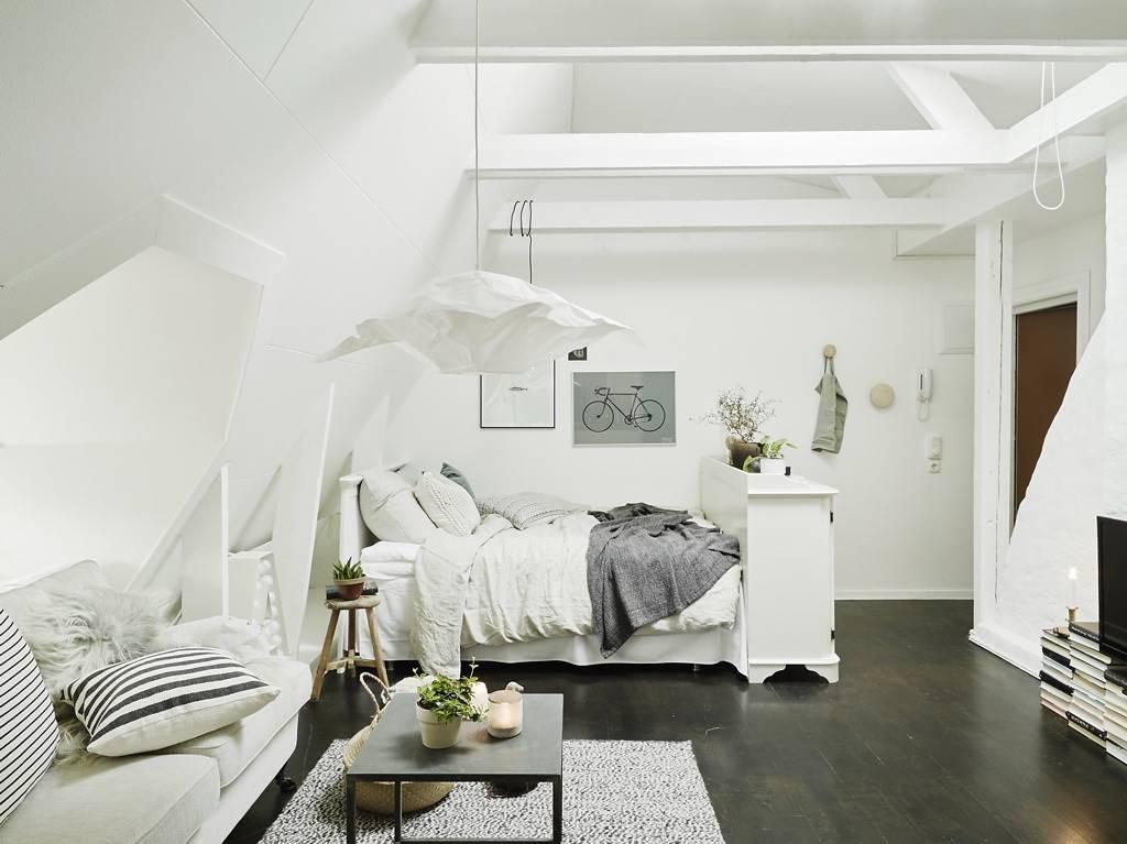 Кровать в гостиной: какую выбрать и где расположить?