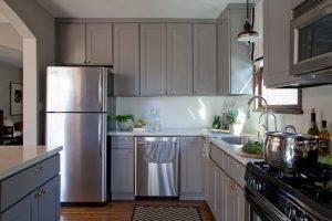 Варианты оформления кухонного гарнитура в сером цвете