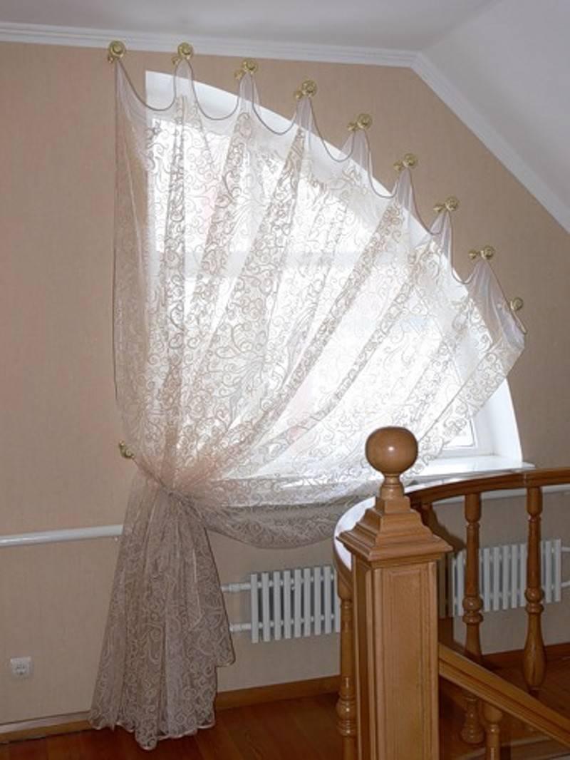 Шторы для мансарды: занавески на треугольное окно в мансарду с косыми стенами