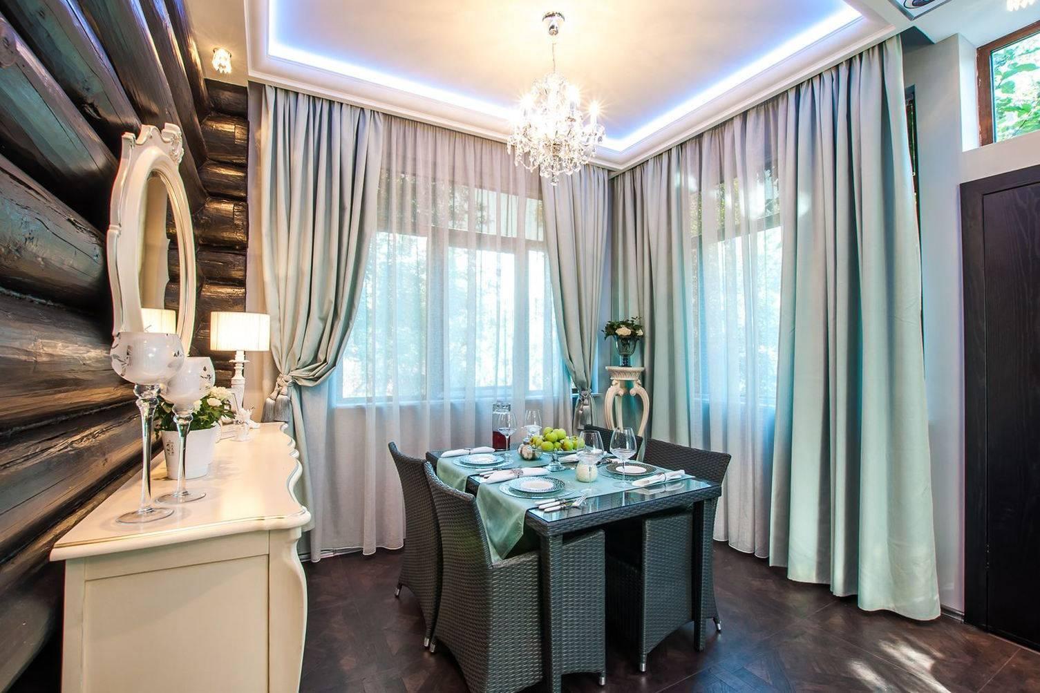 Шторы на два окна (28 фото): шторы в зал и гостиную, дизайн занавесок на кухню-столовую, студию и спальню, модели на два окна в одной комнате