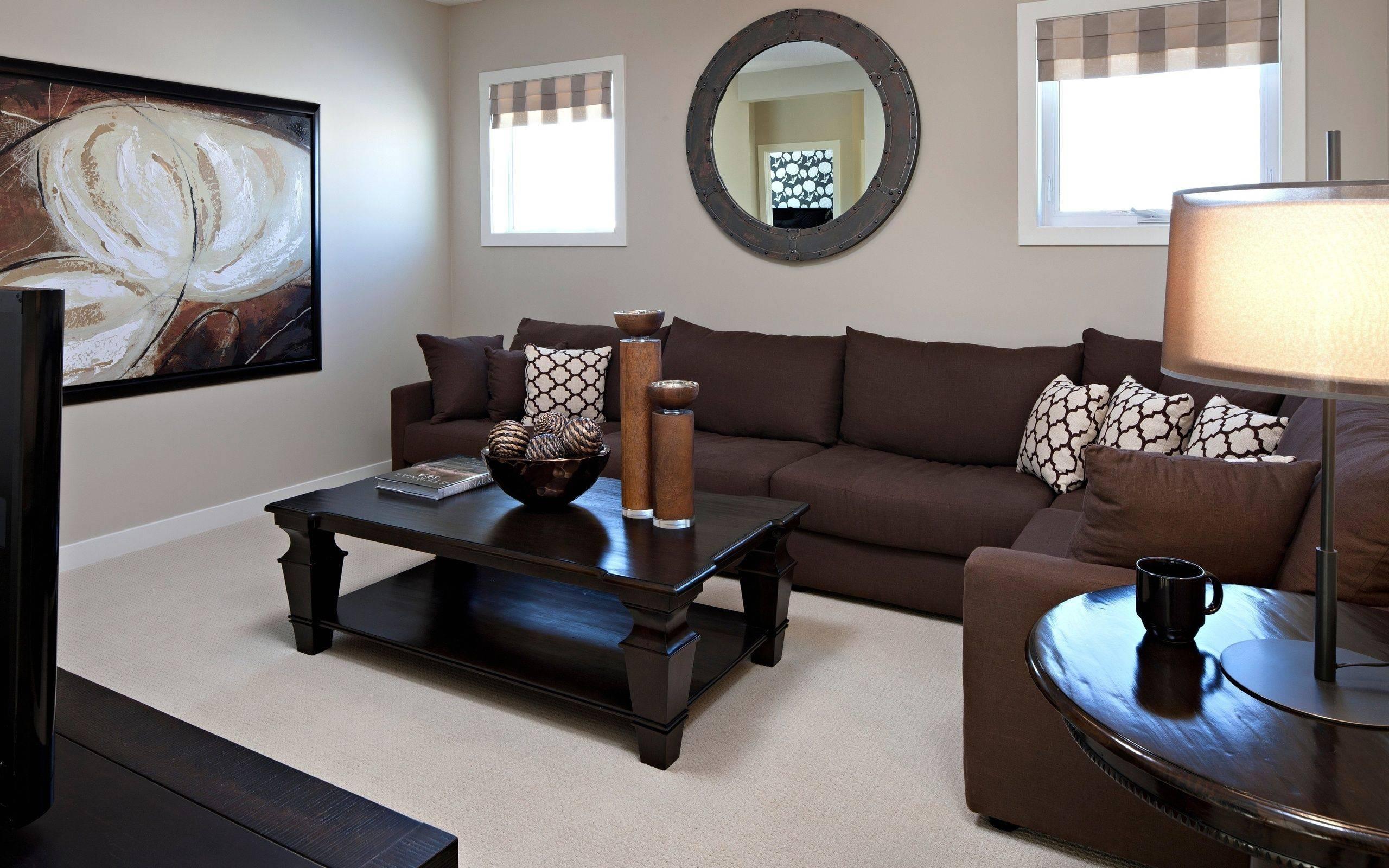 Сочетание цветов в интерьере гостиной (59 фото): оформление зала в коричневых и в сиреневых тонах, комбинации зеленового и бежевого цвета стен