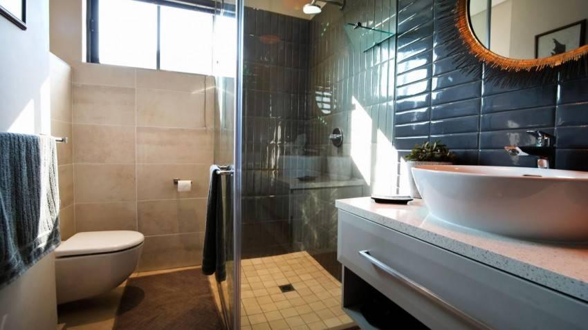 Дизайн ванной комнаты с угловой ванной — идеи планировки + фото