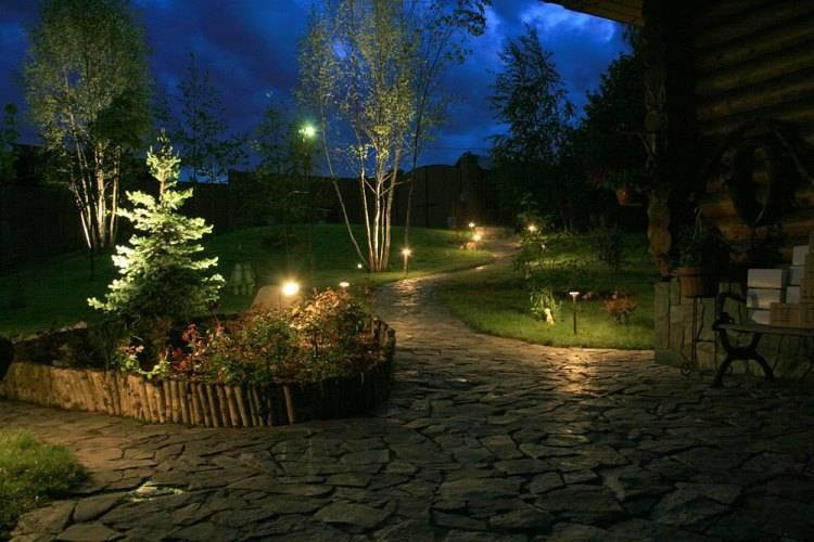 Правила и особенности организации ландшафтного освещения на дачном участке