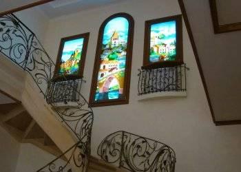 Оформление окна в гостиной шторами в современном стиле: дизайн большого и маленького окна  - 32 фото