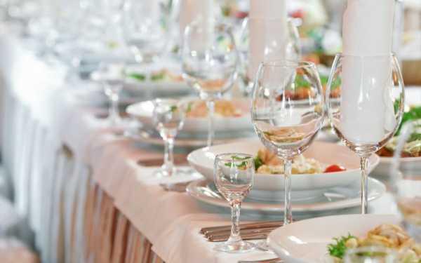 Сервировка праздничного стола (43 фото): оформление к празднику, как накрыть красиво своими руками, как правильно сервировать по этикету, идеи и примеры с едой