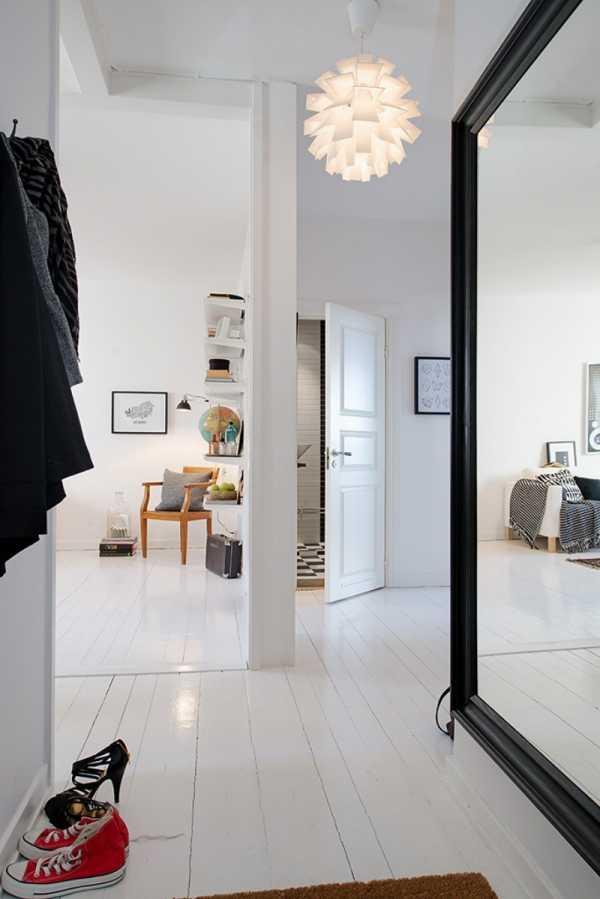 Зеркальный шкаф в прихожую (34 фото): поворотные модели для коридора с зеркалом на двери