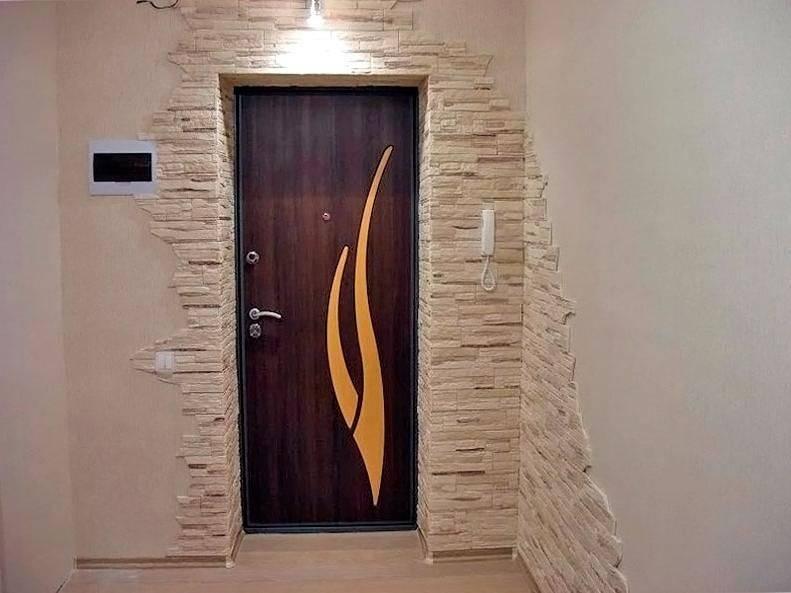 Внутренняя отделка коридора — использование декоративного камня