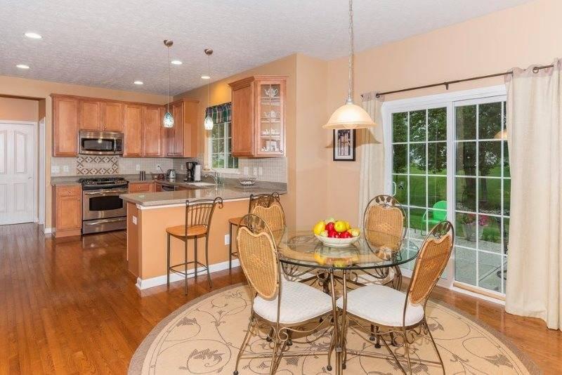 Персиковая кухня в интерьере: фото вариантов дизайна в персиковом цвете