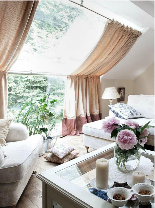 Как выбрать шторы на мансарду или чердак для оформления окон?