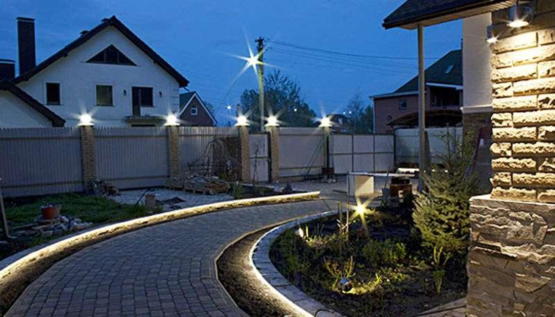 Виды ландшафтного освещения и осветительных приборов, что можно подсветить на приусадебной территории - 18 фото