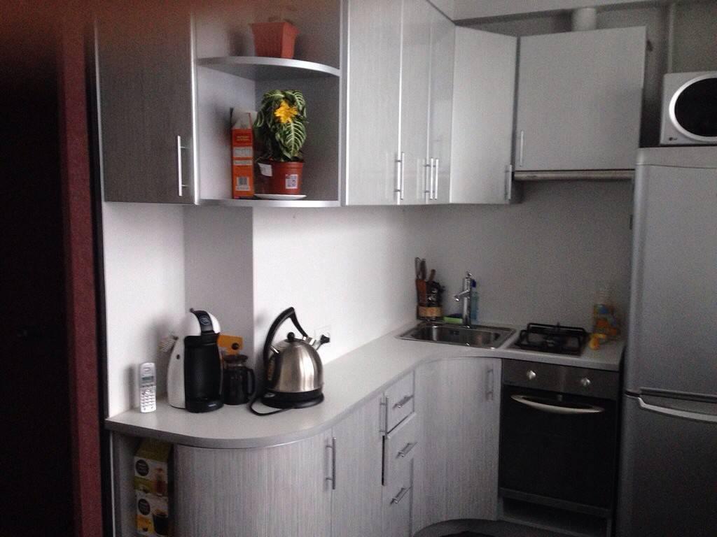 Синяя кухня в интерьере: 60 фото и 5 дизайн-подсказок