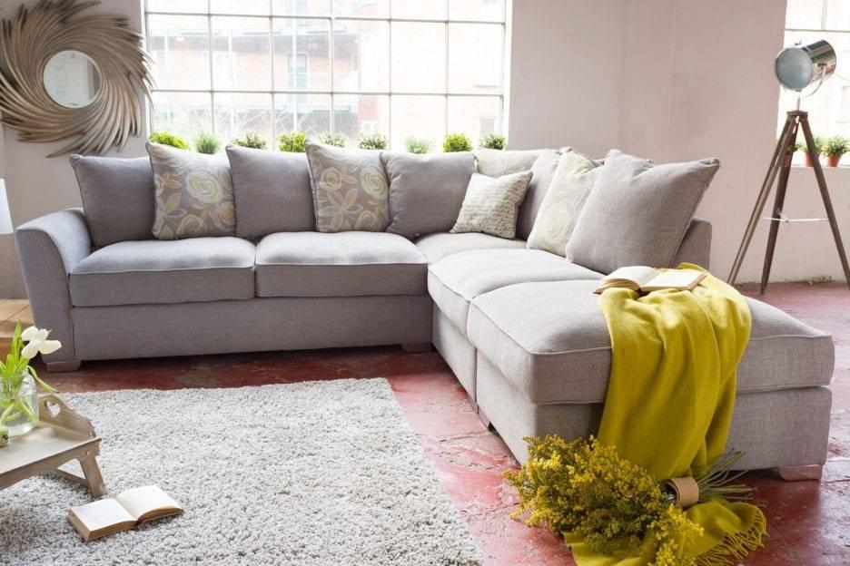 Угловой диван в интерьере гостиной: 100 фото идей дизайна