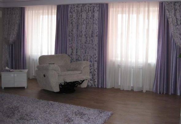 Шторы на маленькое окно в спальню и на кухню: оформление занавесками  - 25 фото