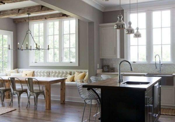 Кухни с окном посередине (20 фото): дизайн интерьера с большим окном по центру, красивые проекты кухни