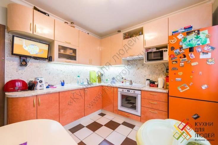 Оформление дизайна кухни в персиковом цвете
