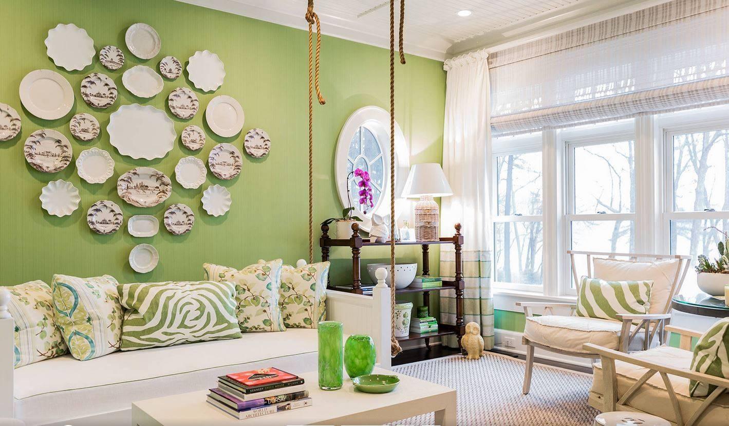 Обои в гостиную двух цветов, как подобрать комбинированные для зала, темный дизайн стен в интерьере, современные модные варианты