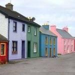 Варианты отделки фасада частного дома: обзор материалов и технологии монтажа