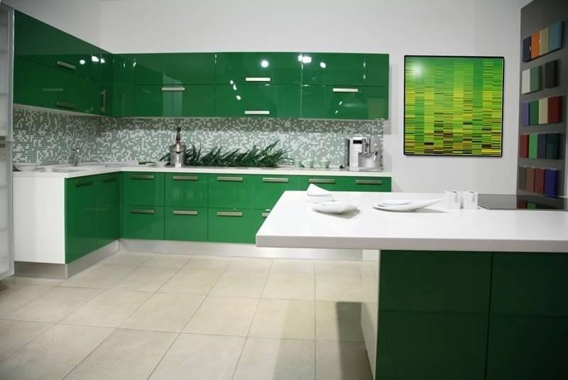 Зелёный цвет в интерьере кухни: особенности сочетаний и варианты оформления